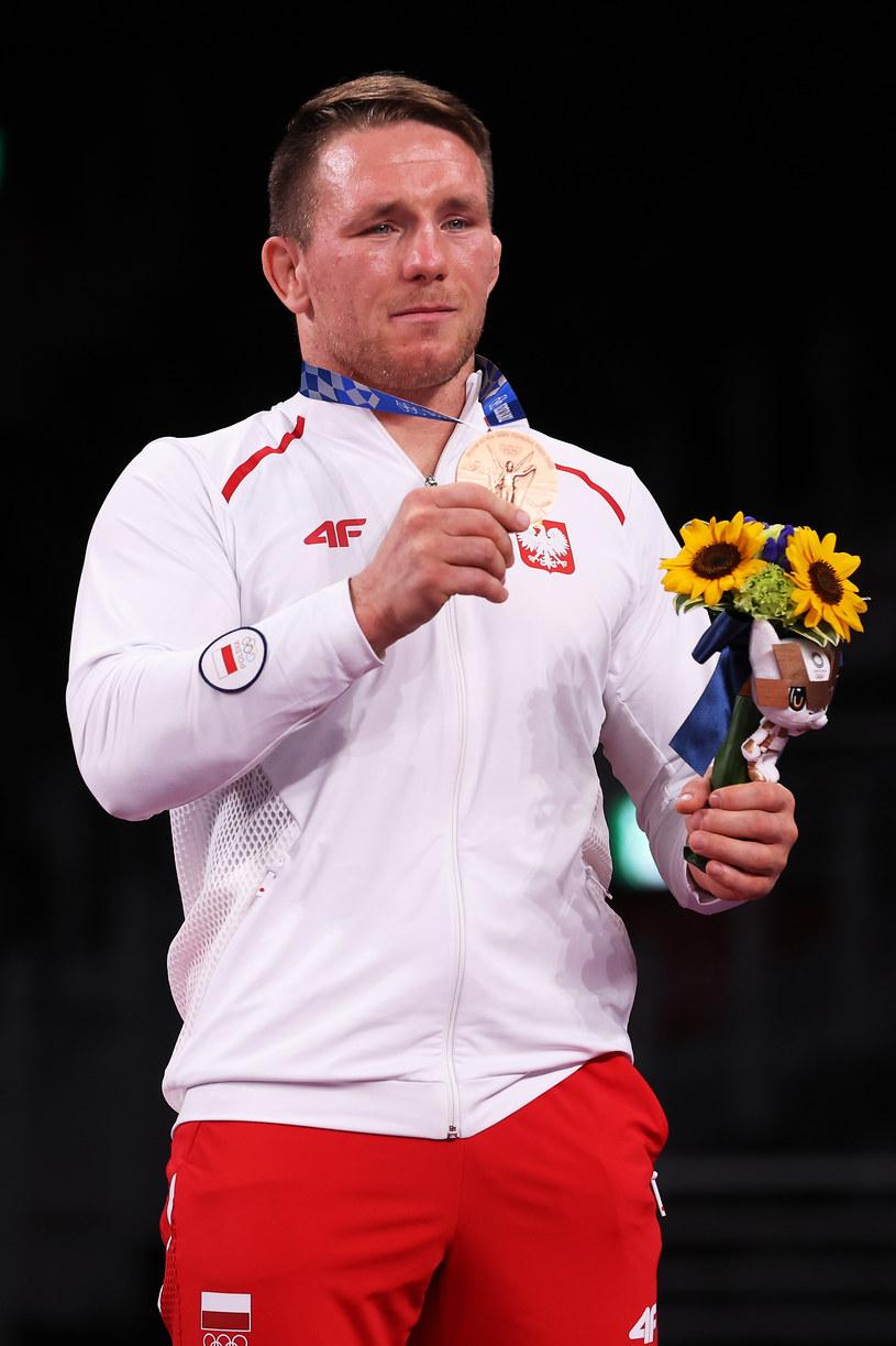 Tadeusz Michalik z brązowym medalem igrzysk Tokio 2020 zdobytym w zapasach /Tom Pennington /Getty Images