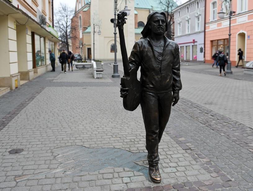 Tadeusz Nalepa właśnie w Rzeszowie założył legendarną bluesową grupę Breakout. Dziś na miejskim deptaku stoi jego pomnik /East News