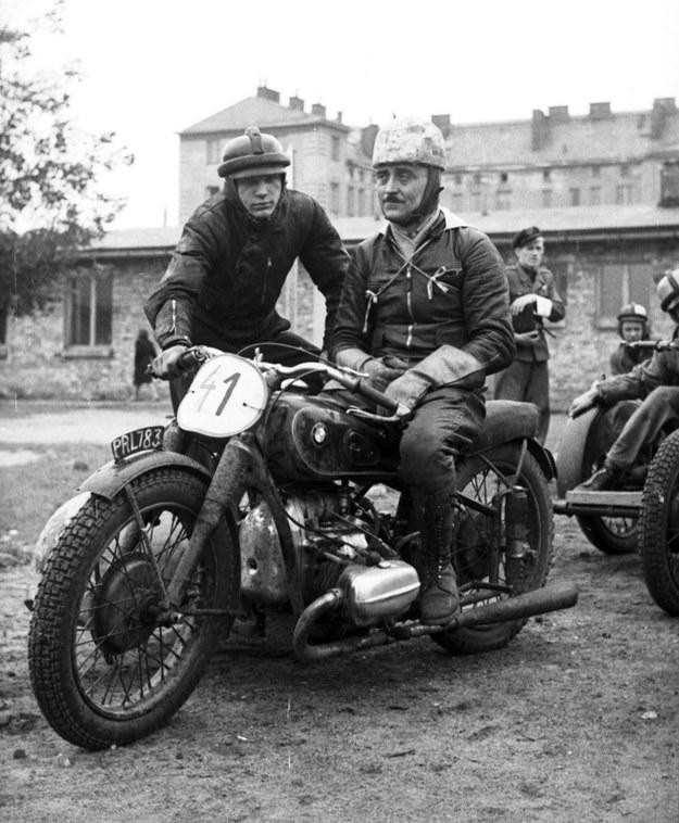 Tadeusz Potajało, jeden z najlepszych polskich kierowców wyścigowych (motocyklowych) przełomu lat 40. i 50., na motocyklu BMW. Swoją karierę motocyklową rozpoczął jeszcze w latach 30. /Archiwum Tomasza Szczerbickiego