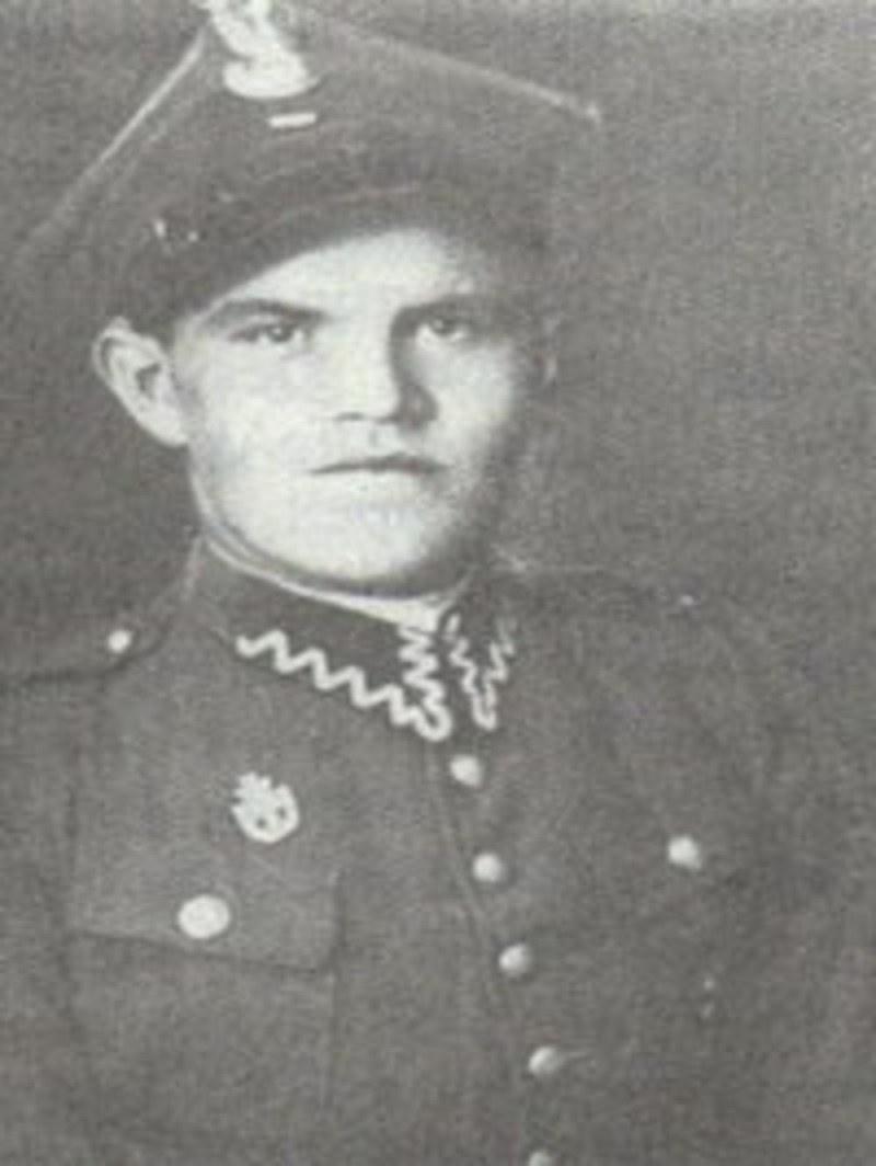 Tadeusz Wiejowski na przedwojennym zdjęciu w mundurze starszego szeregowego Wojska Polskiego /domena publiczna