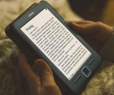 Tajemnica e-papieru. Jak działają czytniki e-booków?