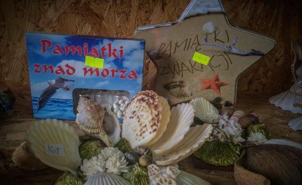 Tajemnice Bałtyku: Bursztyn i maski z twarzą premiera. Oto hity sezonu