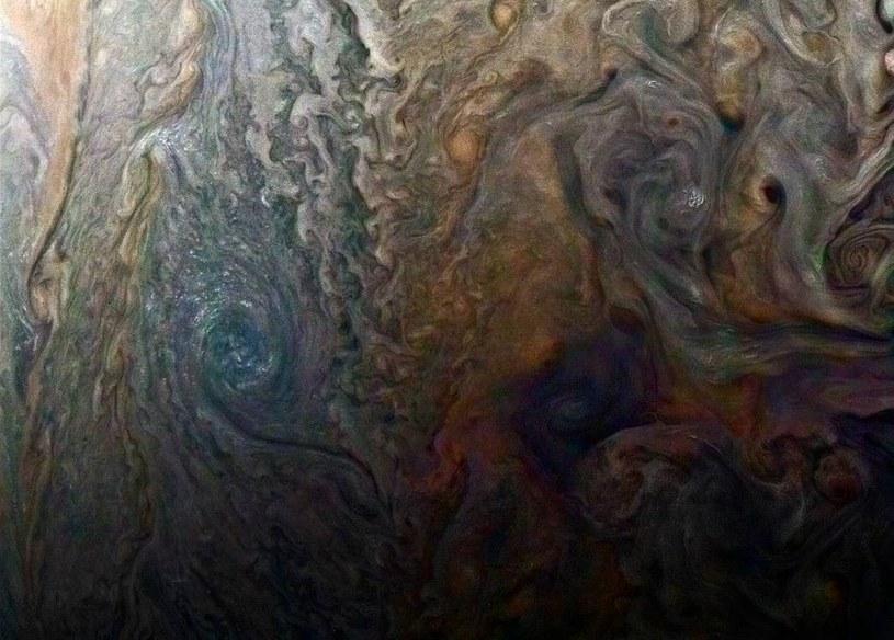 """Tajemnicza """"czarna plama"""" na Jowiszu to tak naprawdę ciemna burza /NASA"""