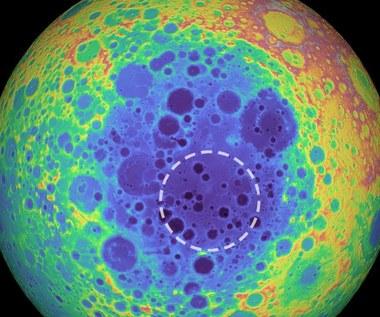 Tajemnicza struktura pod Księżycem