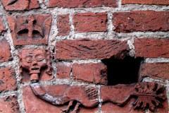 Tajemnicze bestiariusze na portalach kościoła w Drawsku Pomorskim