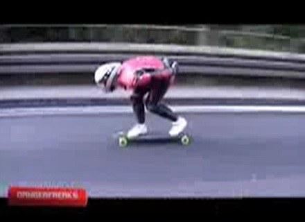 Tajemniczy deskorolkarz na stopkaltce z filmu. Fot.: YouTube.com /Internet