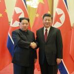 """""""Tajemniczy urzędnik"""" w Chinach to Kim Dzong Un. Spotkał się z prezydentem"""