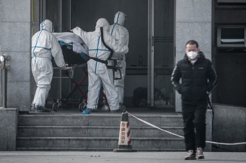 Tajemniczy wirus spowodował już śmierć co najmniej trzech osób w Chinach /AFP
