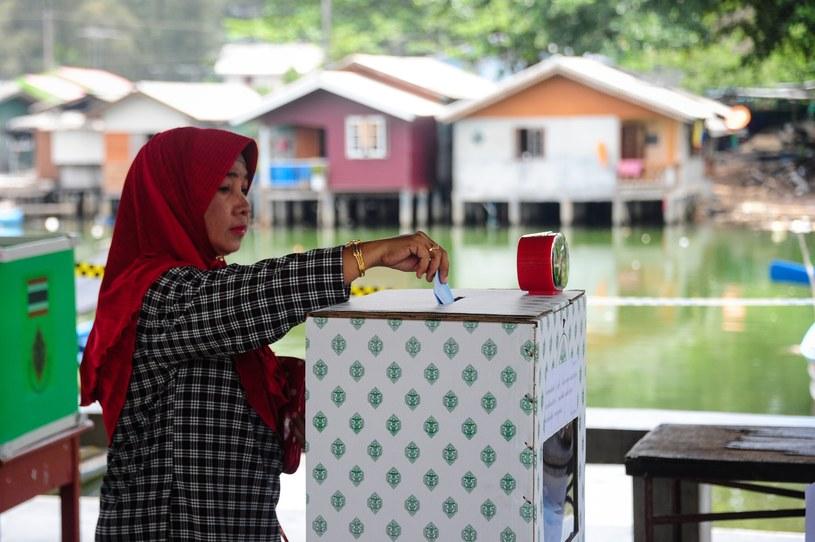 Tajlandczycy poparli w referendum projekt nowej konstytucji /MADAREETOHLALA  /AFP