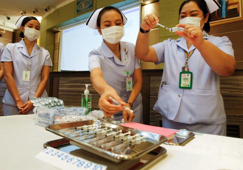 Tajlandia rozpoczęła szczepienia  preparatem AstraZeneca /Chaiwat Subprasom/SOPA Images/LightRocket /Getty Images