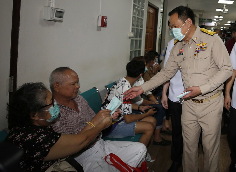 Tajlandzki minister zdrowia publicznego Anutin Charnvirakul /NARONG SANGNAK    /PAP/EPA