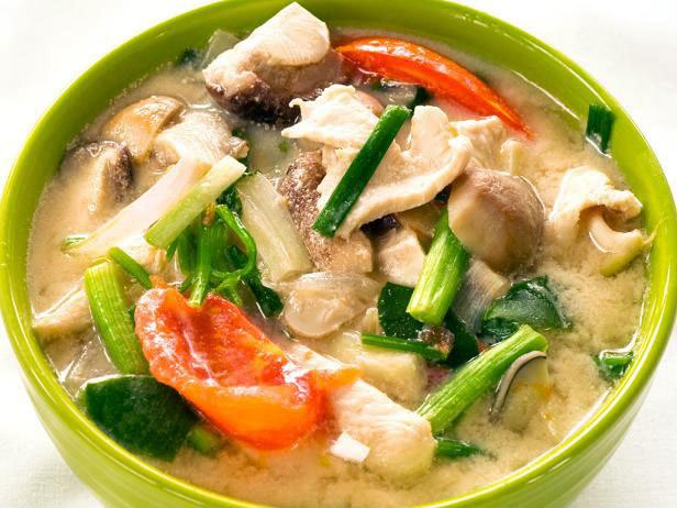 Tajski rosół Tom Kha Gai /materiały prasowe