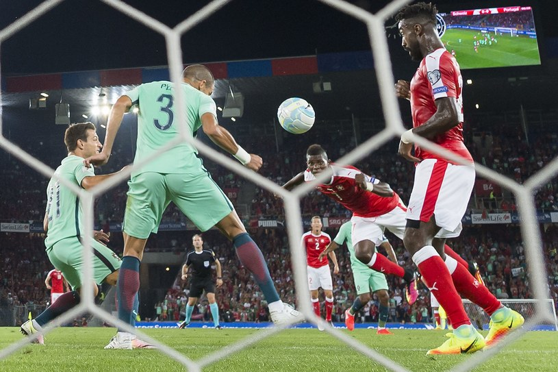 Tak Breel Embolo strzelił gola Portugalii /AFP