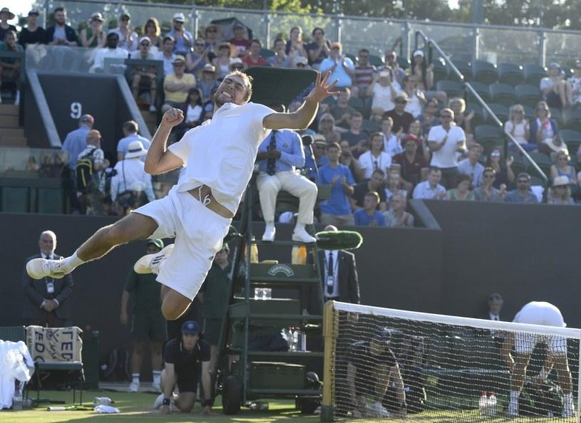 Tak cieszył się Jerzy Janowicz z awansu do trzeciej rundy Wimbledonu /PAP/EPA