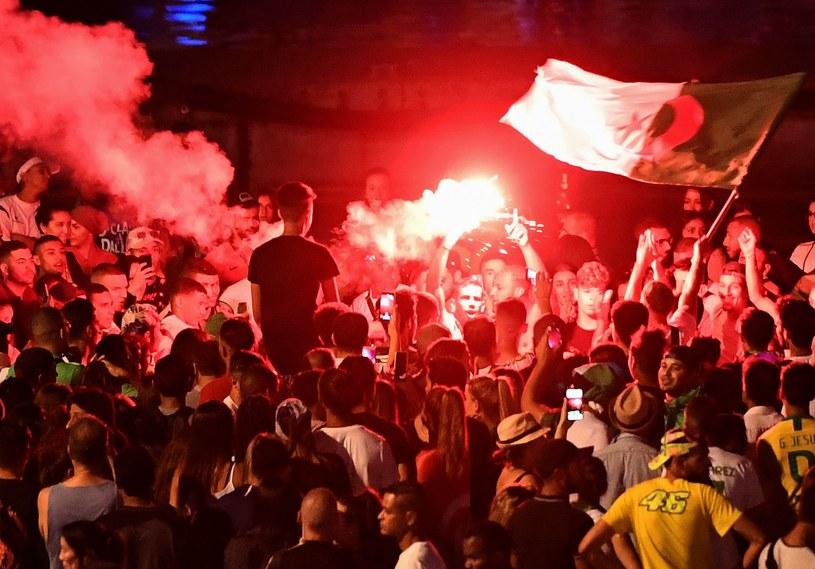 Tak cieszyli się Algierczycy po awansie do finału /AFP