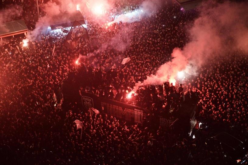 Tak cieszyli się kibice PAOK-u Saloniki po zdobyciu mistrzostwa Grecji /AFP