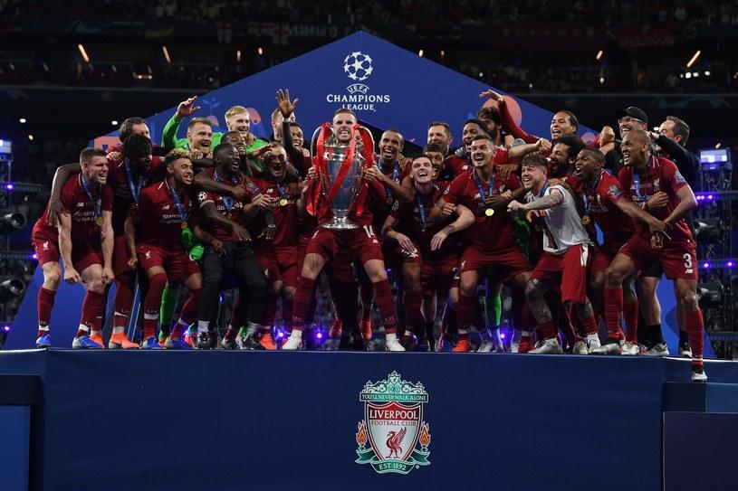 Tak cieszyli się piłkarze Liverpoolu ze zdobycia Pucharu Ligi Mistrzów /AFP
