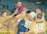Tak cieszyli się piłkarze Pogoni po zwycięskiej bramce /pogon.v.pl