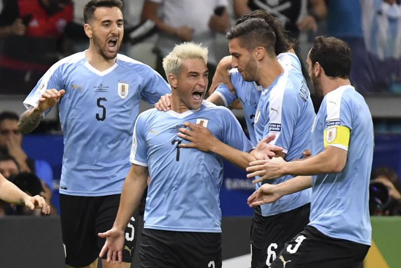 Tak cieszyli się Urugwajczycy po golu Nicolasa Lodeiro (w środku) /AFP
