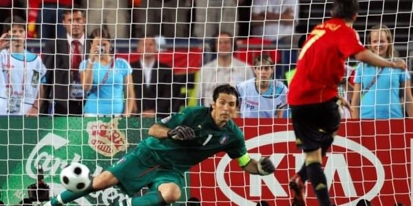 Tak David Villa pokonał  Gianluigi Buffona /INTERIA.PL/PAP