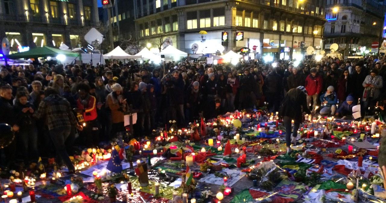Tak, dzień po zamachach wyglądają okolice Placu Giełdy w Brukseli