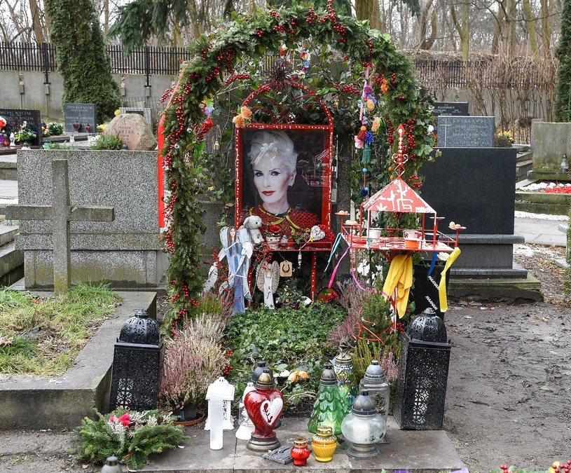 Tak dzisiaj wygląda grób Kory. Zdjęcie zrobione 21 stycznia 2019 roku. fot. Pomponik Exclusive /pomponik.pl