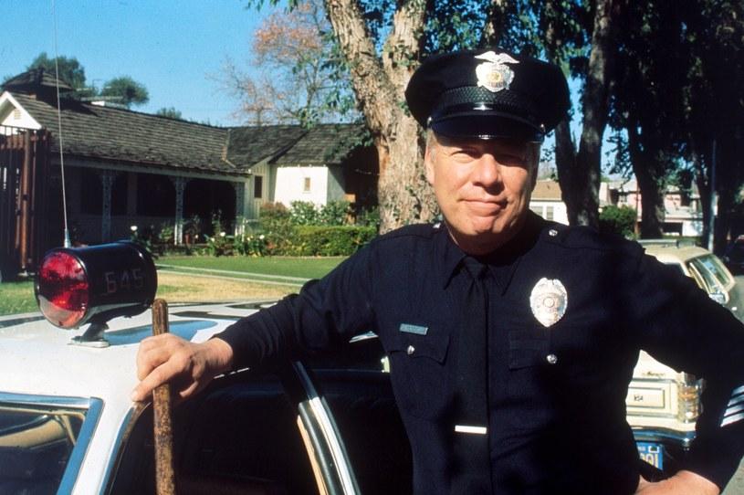 """Tak go zapamiętamy! George Kennedy w """"Akademii policyjnej"""" /Bauer /AKPA"""