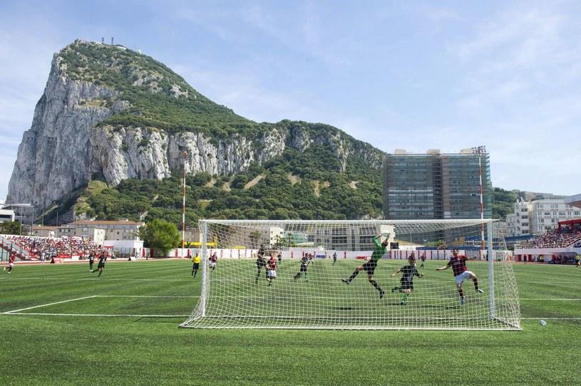 Tak gra się w piłkę w Gibraltarze /AFP