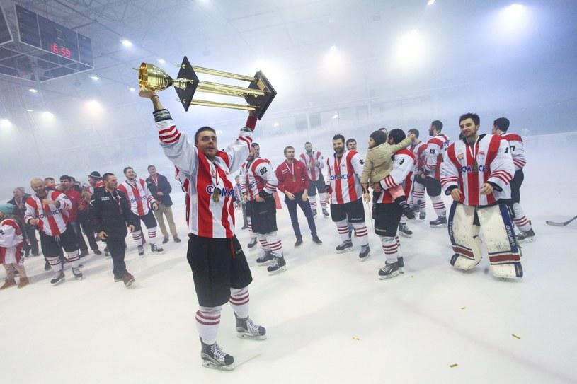 Tak hokeiści Comarch Cracovii świętowali mistrzostwo Polski /Fot. Kuba Ociepa /