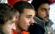 Tak jak Fabio Aurelio reagowali wszyscy piłkarze Valencii /AFP