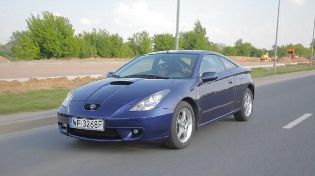 Tak jak u poprzedników: dynamiczna sylwetka i mocne silniki wolnossące. Niestety zabrakło wersji GT4, w rajdach zastąpiła ją Corolla WRC. /Toyota