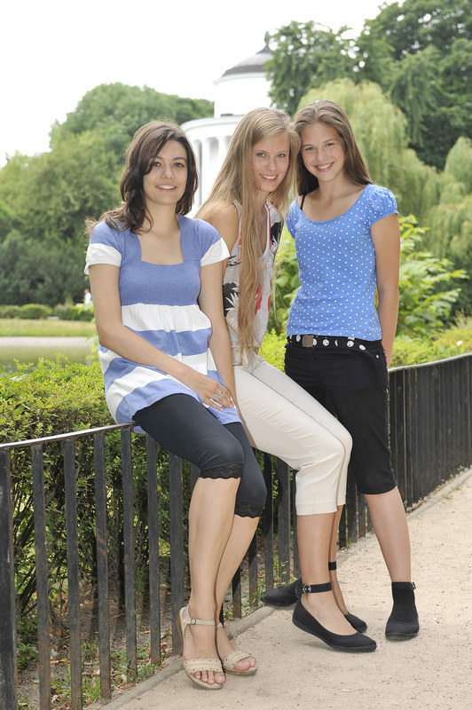 """Tak jest! Gwiazda """"Blondynki"""" Julia (w środku) ma aż dwie siostry – Gabrysię (z pr.) i Natalię (z lewej). Podobne? Chyba nie... Za to bardzo się wspierają. /Kurnikowski /AKPA"""
