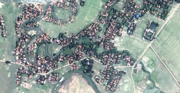 Tak jeszcze w maju wyglądała wioska Myar Zin /Human Rights Watch /Materiały prasowe