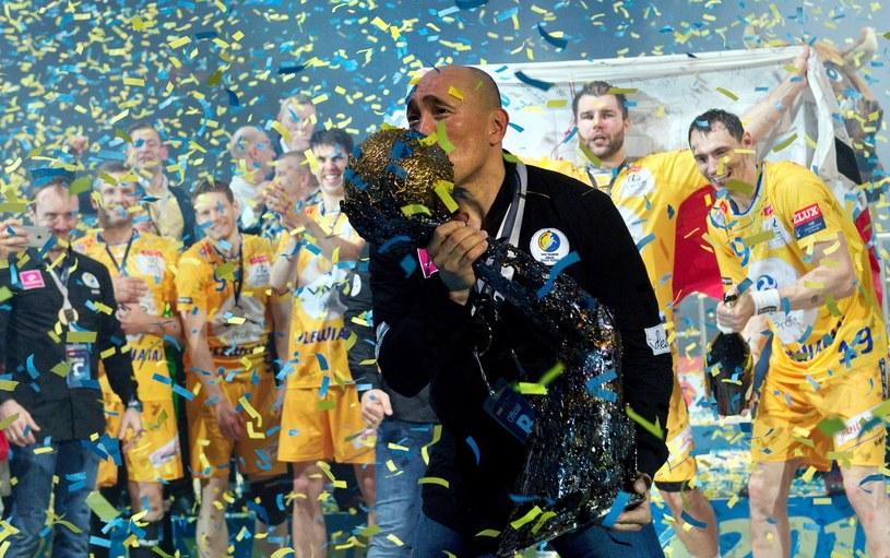 Tak kieleccy piłkarze ręczni cieszyli się z największego sukcesu - wygrania Ligi Mistrzów /AFP