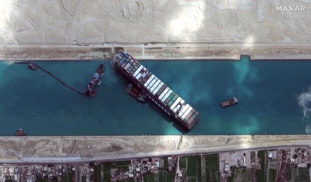 Tak kontenerowiec blokował Kanał Sueski /MAXAR TECHNOLOGIES / HANDOUT /PAP/EPA