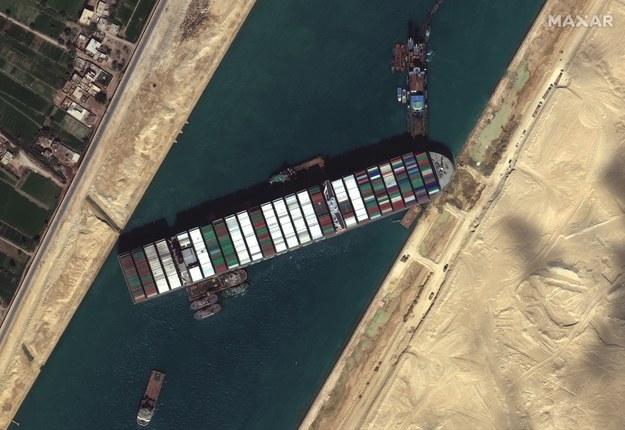 Tak kontenerowiec zablokował Kanał Sueski /MAXAR TECHNOLOGIES HANDOUT /PAP/EPA