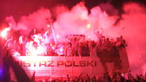 Tak Legia świętowała mistrzostwo! Tłumy kibiców. WIDEO