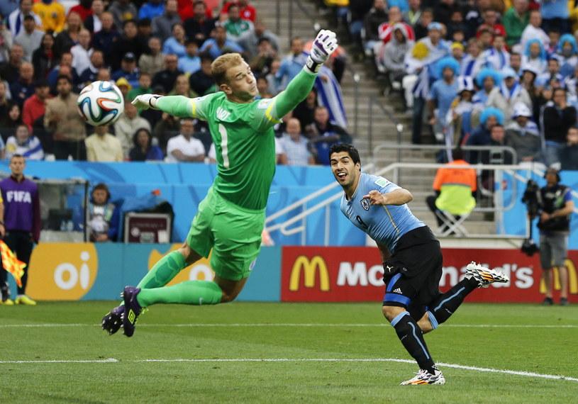 Tak Luis Suarez zdobył pierwszego gola w meczu z Anglią /PAP/EPA