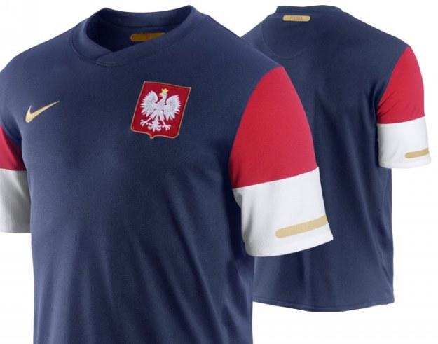 Tak ma wyglądać wyjazdowa koszulka reprezentacji Polski , obowiązująca w latach 2010-2012 /