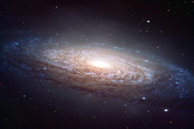 Tak masywnych czarnych dziur jeszcze nie było /AFP