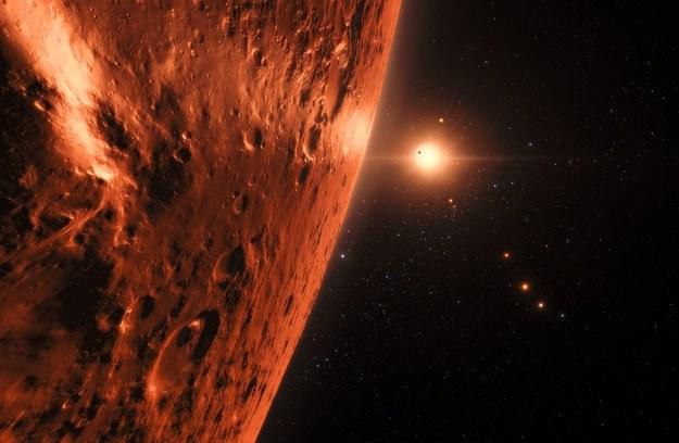 Tak mógłby wygladac widok znad jednej z planet układu TRAPPIST-1 /ESO/N. Bartmann/spaceengine.org /Materiały prasowe