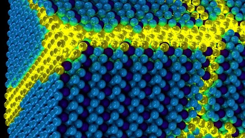 Tak może wyglądać ekscytonium - poruszające się ekscytony na żółto, nieruchome na niebiesko /materiały prasowe