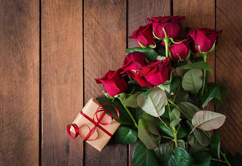 Tak niskiej - jak obecnie - ceny róż w lutym nie było od 2011 roku /123RF/PICSEL
