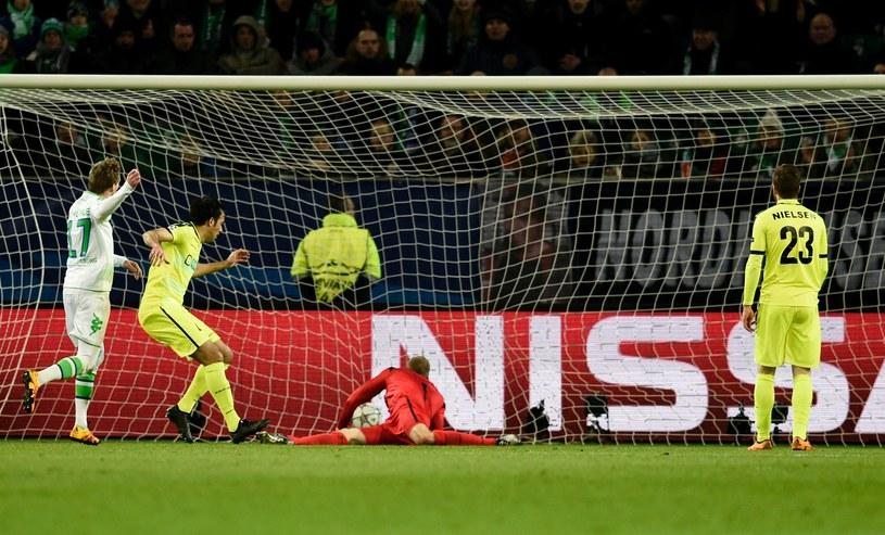 Tak piłkarze VfL Wolfsburg zdobyli zwycięską bramkę /AFP