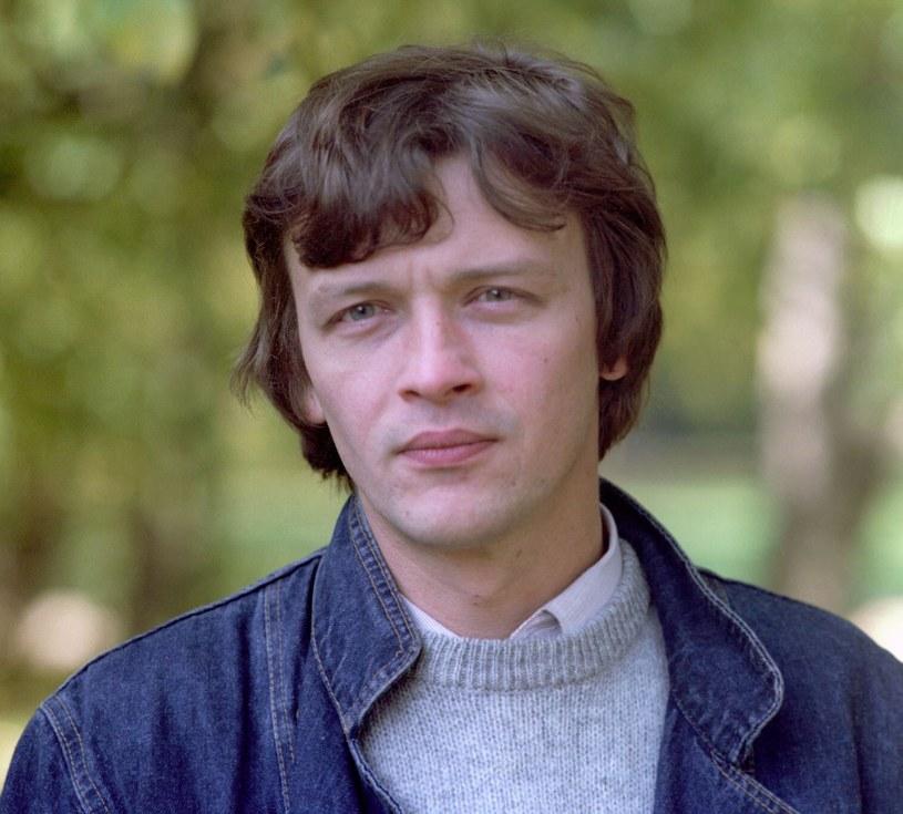 """Tak prezentował się dobre trzydzieści lat temu w filmie """"Trzy kroki od miłości"""" /INPLUS /East News"""