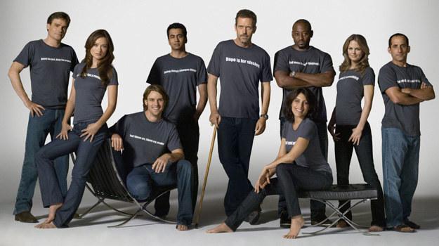 Tak prezentowała się obsada serialu w 4. sezonie. Nie wszyscy dotrwali do ostatniego odcinka. Próby zastąpienia pierwszej ekipy House'a nowymi lekarzami nie zawsze spotykały się z aprobatą fanów. /materiały prasowe