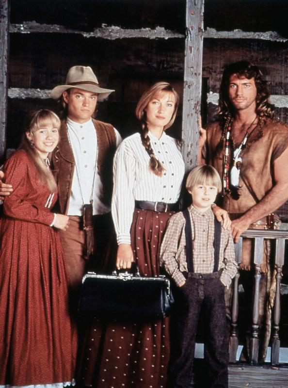 Tak prezentowała się rodzina dr Quinn w dwóch pierwszych sezonach. Od lewej: Erika Flores (Colleen), Chad Allen (Matthew), Jane Seymour (dr Quinn), Shawn Toovey (Brian) i Joe Lando (Sully). /AKPA
