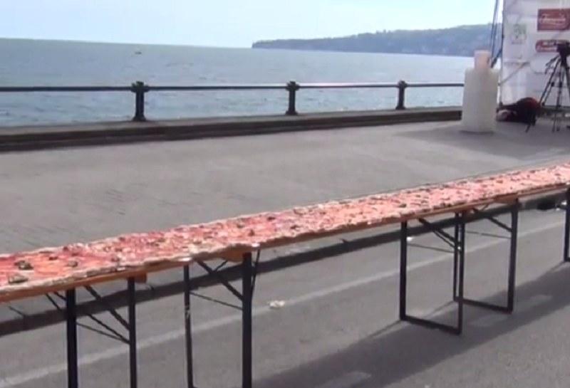 Tak prezentuje się najdłuższa pizza na świecie /Cnowebtv /YouTube