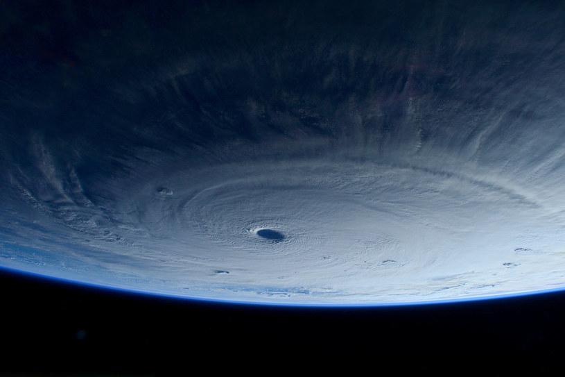 Tak prezentuje się supertajfun Maysak z kosmosu /NASA