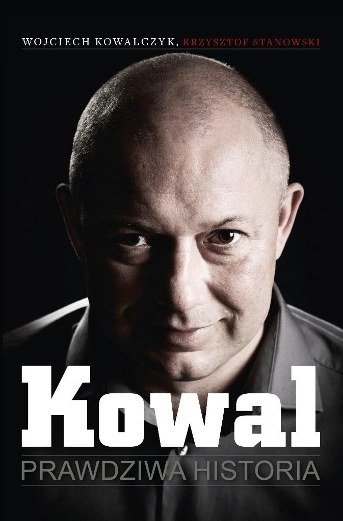 Tak prezetuje się okładka książki o Wojciechu Kowalczyku. /Informacja prasowa